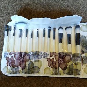 12 Piece Makeup Brush Set